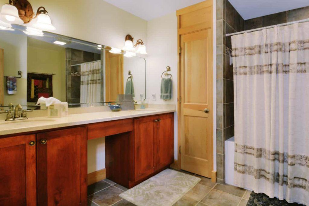 Luhn House Bath